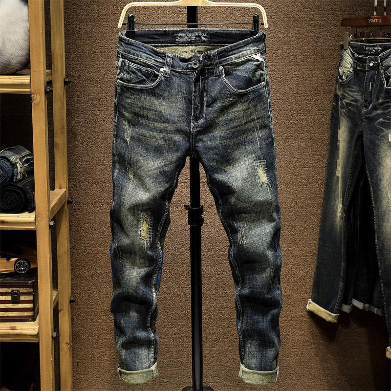 Original Design Neue europäische und amerikanische Männer elastische kleine Fußgedruckte Jeans mit Löchern und Slim Fit 8051
