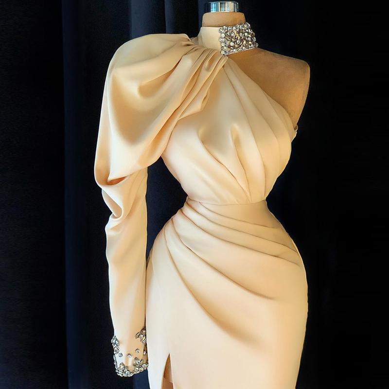 Champagne Vestido de noche Cuentas Cuelgas Alto Cuello alto Un Hombro Mangas Largas Lado Split Sirmena Vestido de Prom Split Robe De Soirée