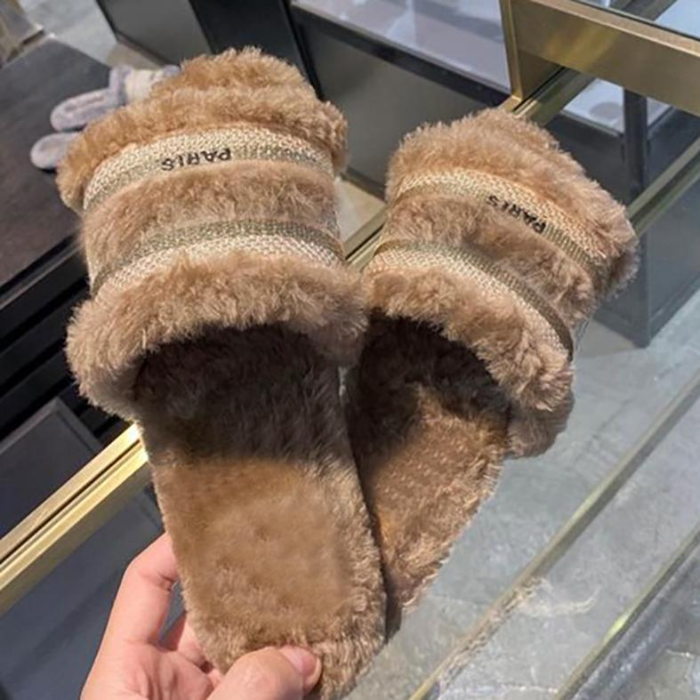 2020 New Fur Casa Interior Chinelos Flip Flops para Mulheres Vestir 2020 Inverno Menina Coração Flat Bottomed Open Toe Top Quality