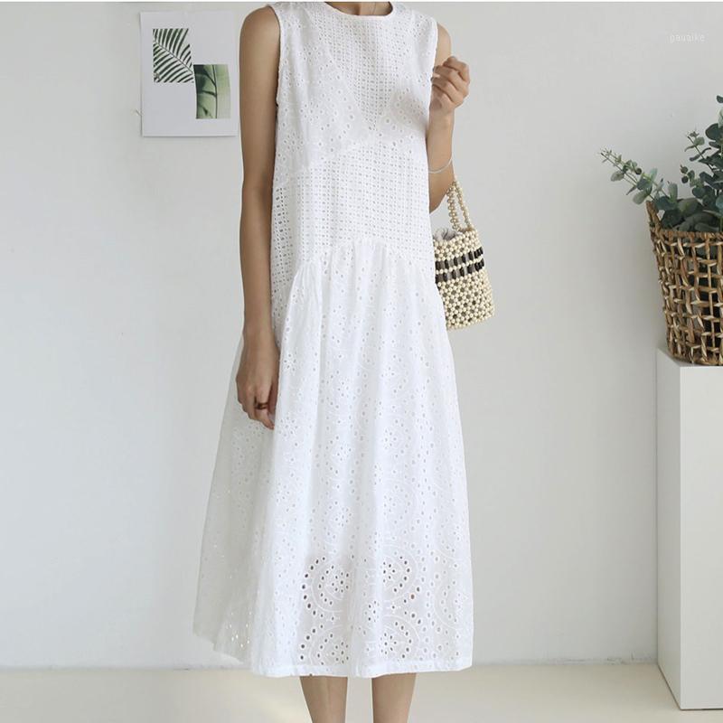 Vestido de encaje bordado blanco Mujeres O-cuello sin mangas hueco Out Vestidos de algodón sólido Verano Elegante Ethinc Rayon Rayon Largos Vestidos New1