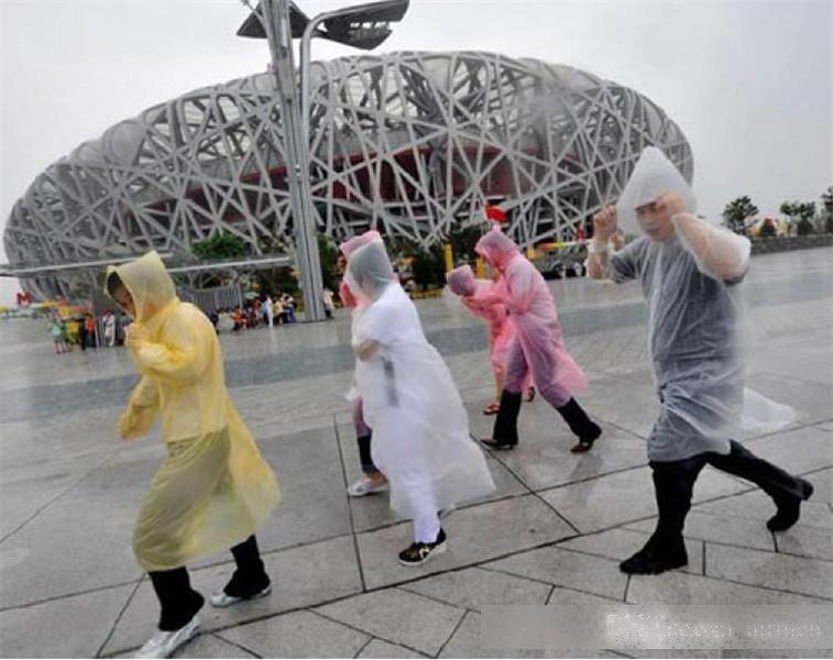 Un solo impacto de impermeable Moda CALIENTE DESECHABLE PE Impermeables Poncho Walkwear Viajes Capa de lluvia Lluvia Lluvia Viaje Abrigo de lluvia