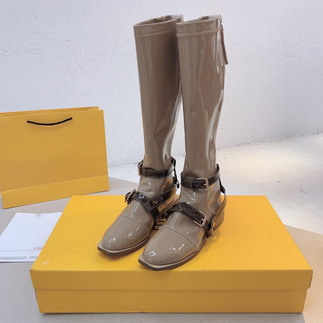 المصممين المصممين الأحذية أحدث الخريف / الشتاء 2020 جولة رئيس التمهيد الأزياء للنساءويد الأحذية الجلدية الأحذية النساء