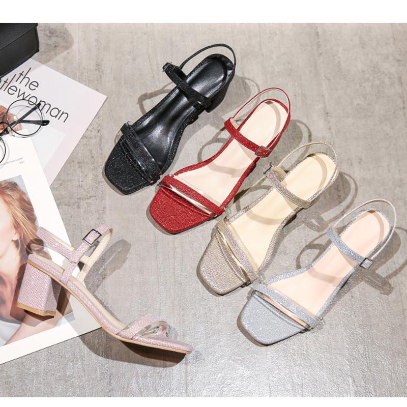 China talón grueso nueva palabra vestido de verano con la palabra de moda los zapatos de las mujeres de tacón alto de las mujeres de la sandalia con cuero de ante t abierto