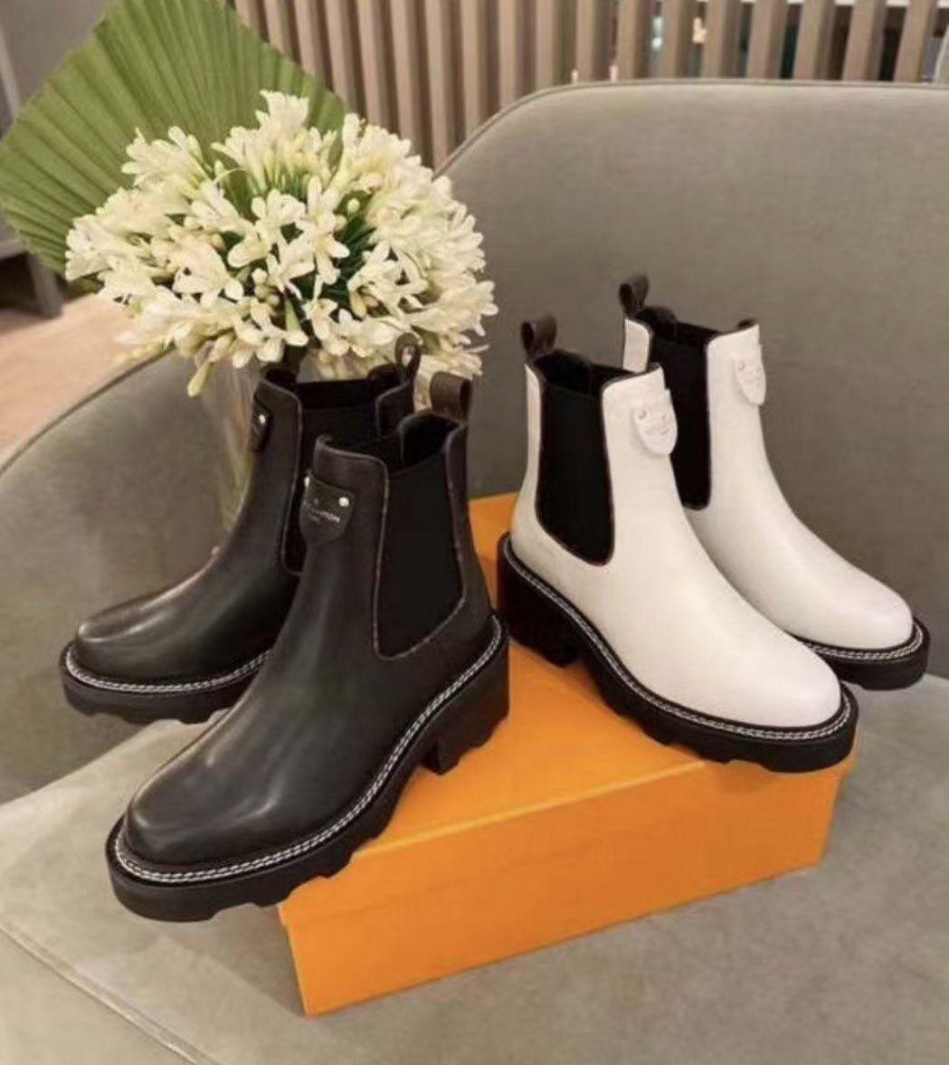 2021 Nouvelle arrivée Mode Femme Half Bottes Girls Hiver Cuir Plat Bottines Bottines En plein air Cool Noir Chaussures de démarrage Blanc Taille 35-41 # L3