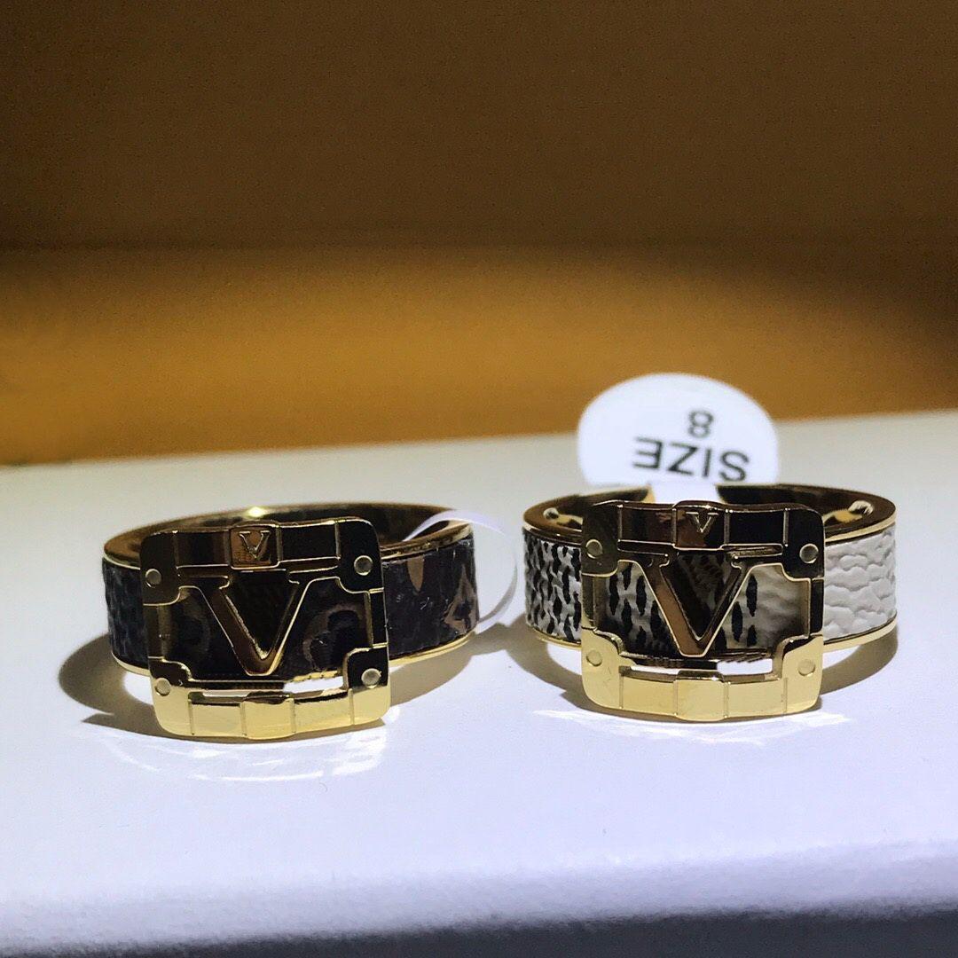 Европа Америка мода стиль мужчины леди женщины титановые сталь гравированные v инициалы обертывания кожаные любовники кольцо размер US5-US11