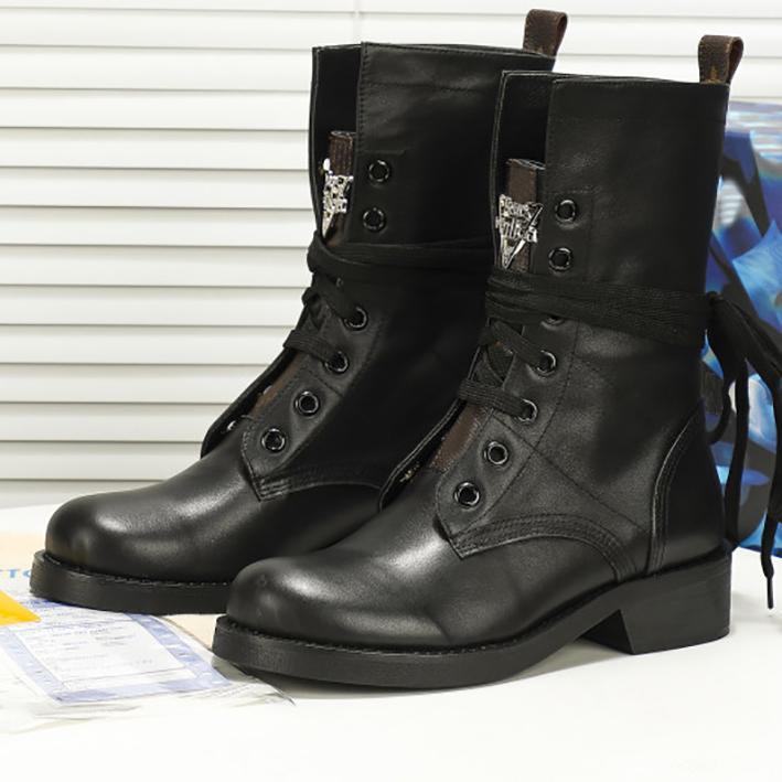 Moda Bayan Martin Çizmeler Yarım Ayak Bileği Sonbahar Kış Bootis Motosiklet Knight Gravür Gerçek Deri Serin Boot Ayakkabı Boyutu 35-40
