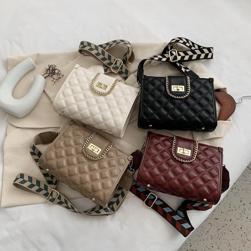 Mini sacchetti di vendita Luxurys Single Donne Borsa Pacchetto Vendi Catena Moda 2021 Borsa a spalla Diamante Diamante Small Hot TSKB Donna Messeng Desi Htmkn