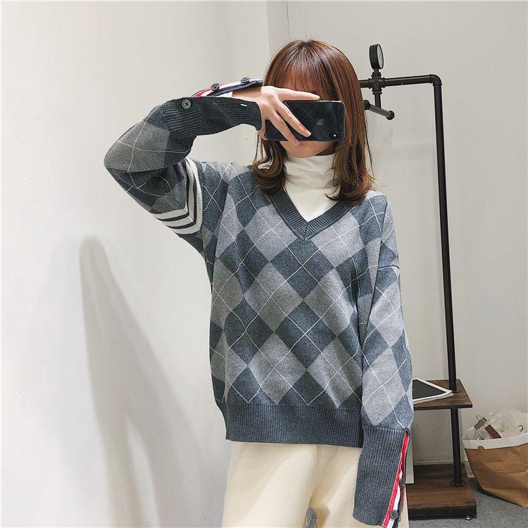 1101 Spedizione gratuita 2020 Autumn Brand Same Style Regular Manica lunga V Collo a V Grigio Top Pullover Kint Maglione Donne Vestiti Donne Fang