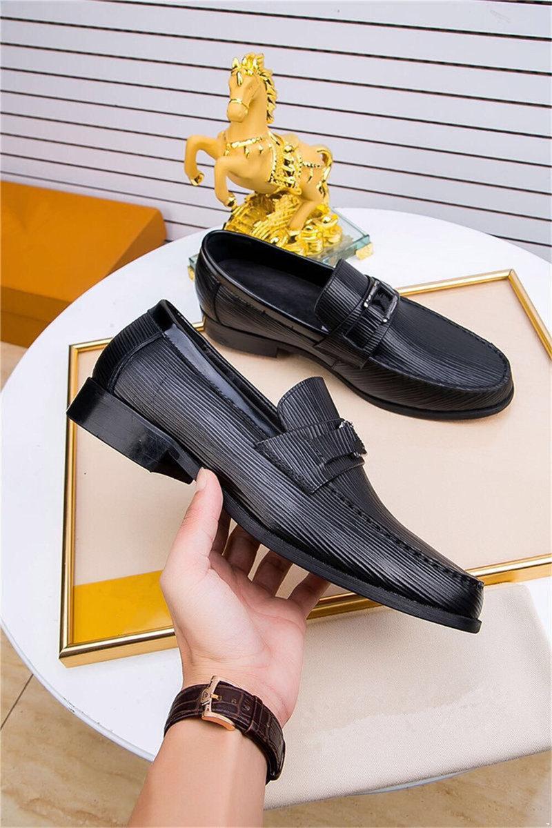 2019 Designer Men Dress Scarpe da uomo Scarpa formale in pelle Luxury Fashion Groom Scarpe da sposa uomo Oxford Scarpe Dress Plus Size 38-45
