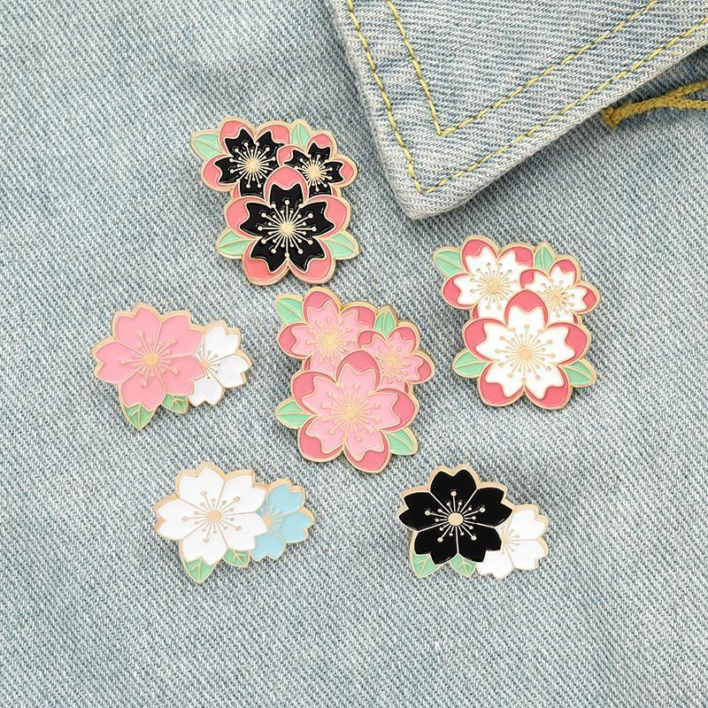 Sakura Emaye Pin Özel Pembe Beyaz Kiraz Çiçeği Broşlar Çanta Yaka Pin Karikatür Çiçekler Rozet Takı Hediye Çocuklar Arkadaşlar için ZDL1206.