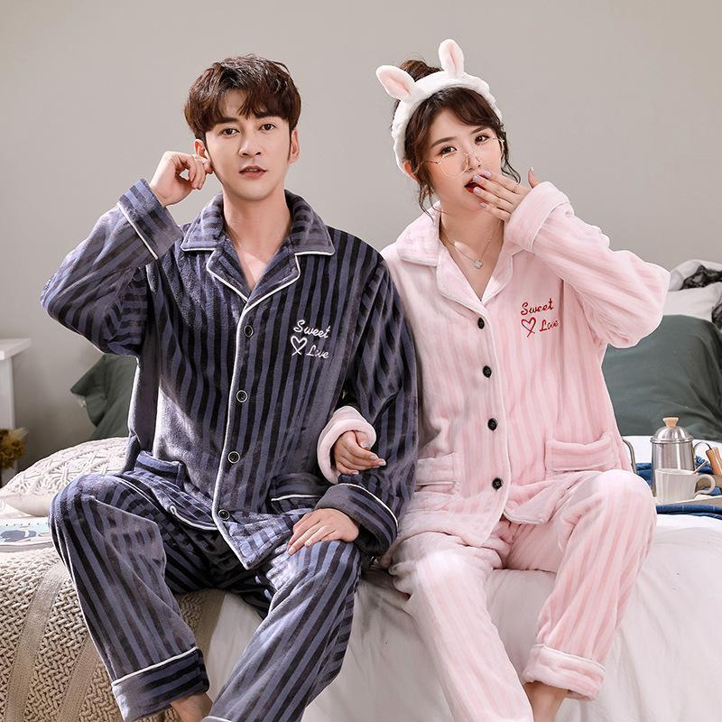 Versión coreana de otoño e invierno más Pareja de terciopelo Pijamas, traje de franela, pijamas cálidas gruesas, Terciopelo de coral a rayas para hombres y wo