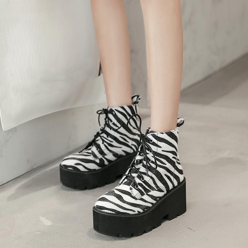 2020 Strisce della piattaforma della zebra alla moda delle donne scarpe punk con tacco alto scarpe gotiche Biker della caviglia Gothic Boots da combattimento moto
