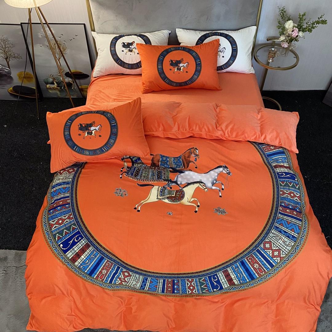 2021 Orange Designer Literie Ensembles de literie Couverture Velvet Queen Lit De Couettres Ensembles Coussins Coussins Cheval Imprimer Luxe King Size Literie