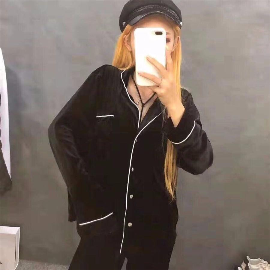 Лучшие леопардовые принт бархат пижамы 2021 новых черных чернокожих женщин роскошные сонные одежды зима черный длинный рукав бархатные женщины дома пижамы дизайнер # 424009