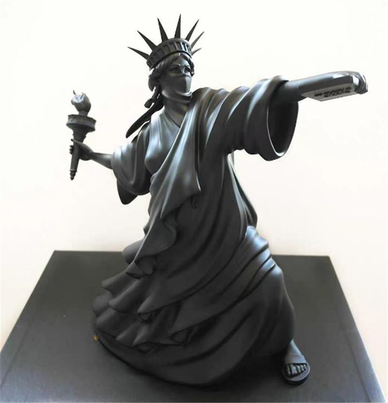 Modern Art Statue of Liberty Throw Torch Black Color Riot of Liberty London Art Fair Resin Sculpture Home Decor Creative Gift