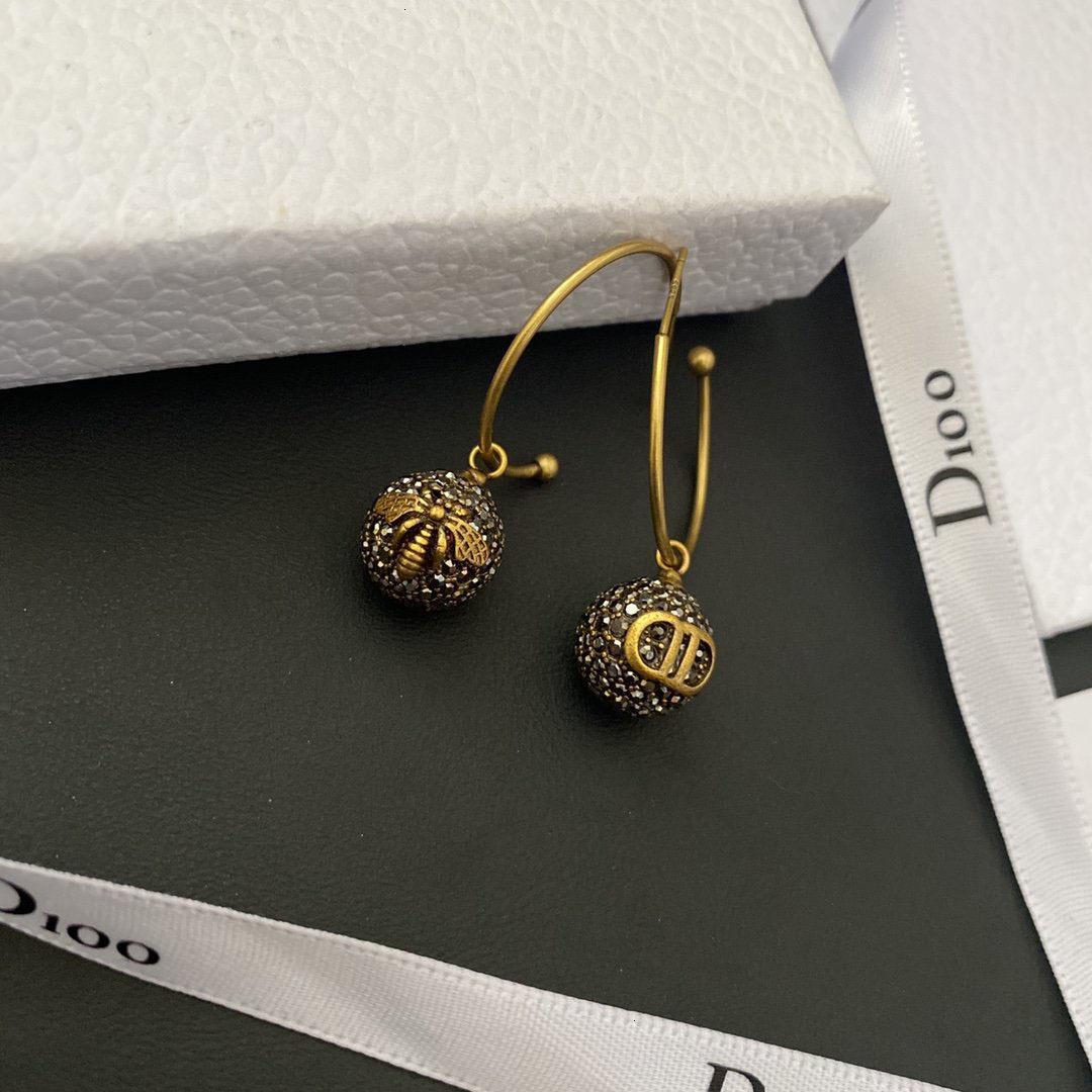 70 % OFF 라운드 기질 골드 스파클 다이아몬드 디 지아 꿀벌 여성 편지 스털링 실버 바늘 다재다능한 귀걸이 패션