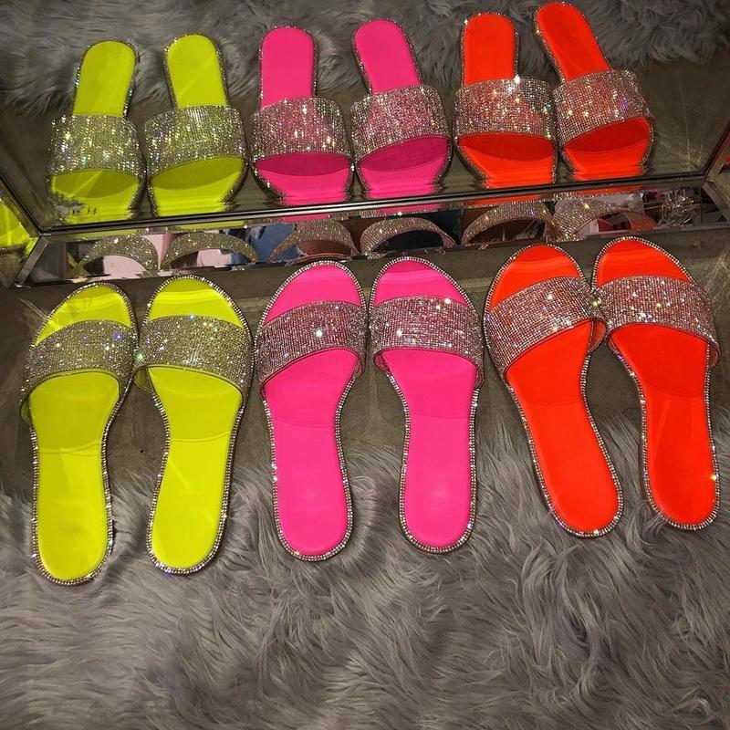 Летние шлепанцы женские моды роскошь кристалл сандалии дамы дизайнерские песчаные слайды сексуальные Bling женские туфли плоские открытый 2021