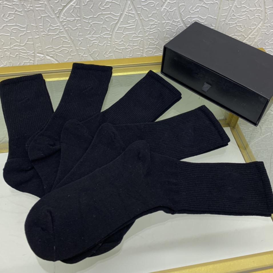 패션 코튼 블랙 양말 여성을위한 통기성 부드러운 유니섹스 양말 가을 겨울 여자 긴 스타킹 높은 품질