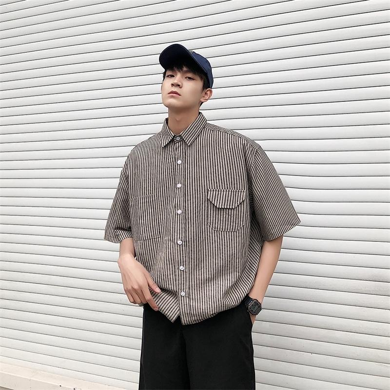 2021 Новая летняя мужская рабочая одежда с коротким рукавом Гавайская полоса для полосы печатания французская манжета мужская бренда моды тренды рубашки размером M-XL 1JWB