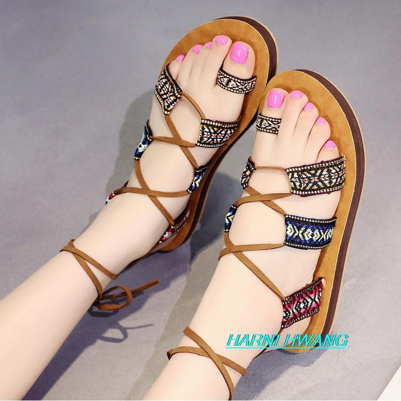 Sandales plats pour femmes pour femmes Sneakers Chaussures en cuir pour femmes Femme d'été 2021 Pantoufle Chaussons femme Pantoufles Chaussons Homme
