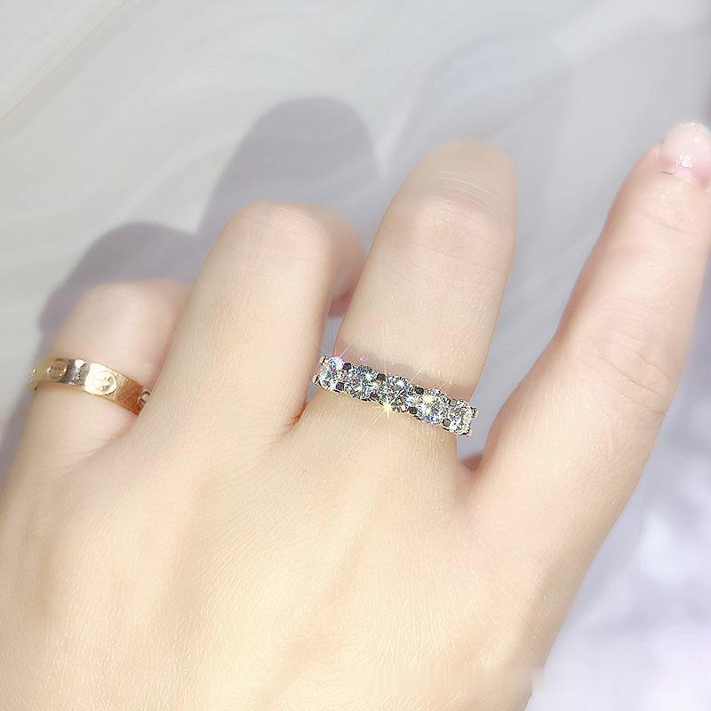 Cinco taladro de cinco filas Simple Mossan Stone Diamond Anillo T Home Ring Ring Pedido 18k Anillo de oro blanco