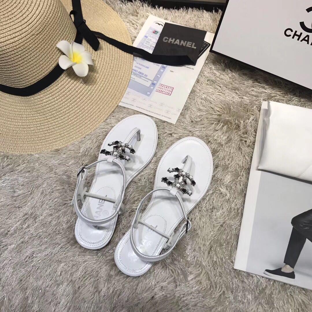2020 Оторочные популярные женские летние заклепки узла Flop Beach Sandals Женские плоские желе дизайнерские сандалии