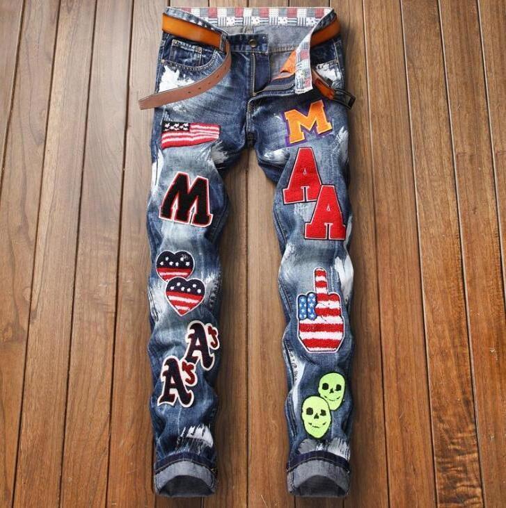 Obtenga invierno Nuevos derechos Jeans Bordado por hombres Bandera Nacional BAE Pintura Auto-detonación No Bombs Slender Pants Blue