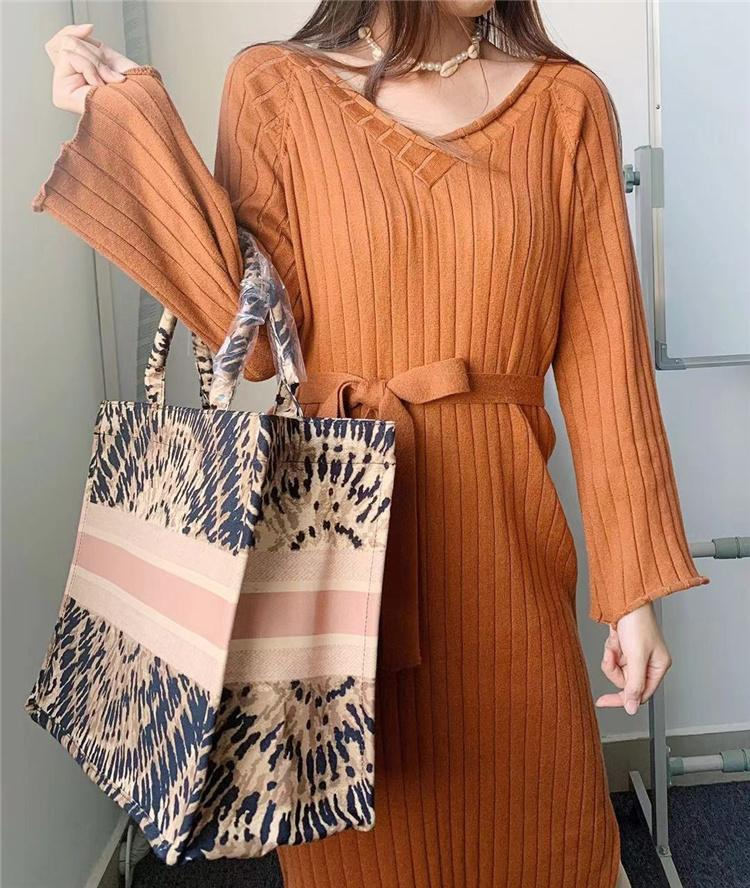 New Arrival Ladies Beach Bags Hand sewn by French designers Large capacity shopping bag with famous brand hot luxury bag comes with dust bag