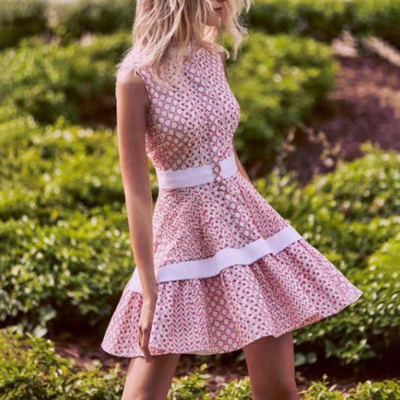 Avustralya Moda Marka 2021 Bahar Yeni Moda Standı Yaka Kolsuz Dikiş Kontrast Nakış Fırfır Elbise Kadın Giyim AC