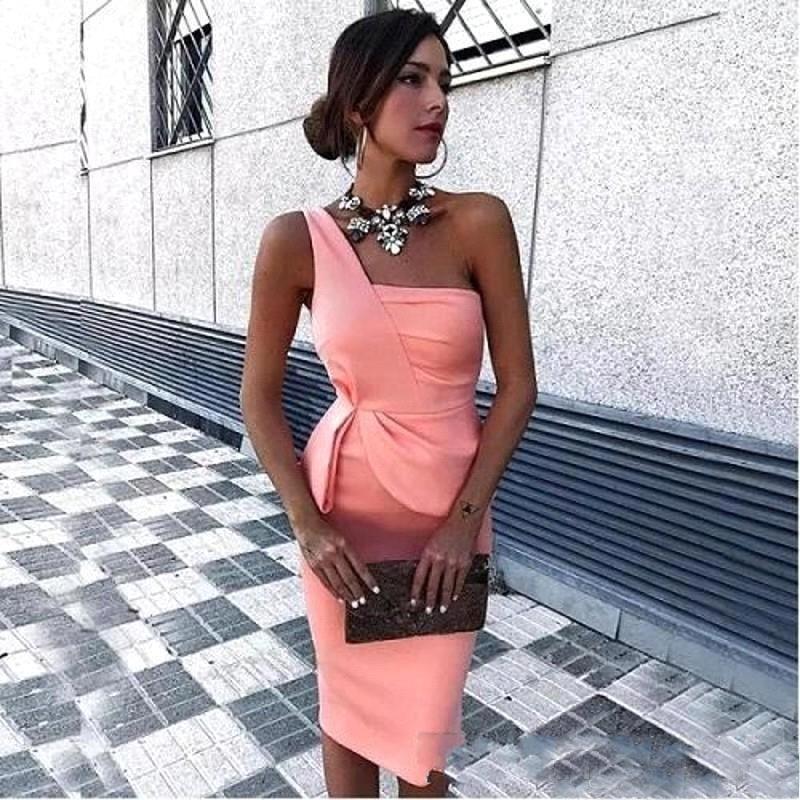 Einfache Schulter Kurze Cocktail Party Kleider Günstige Satin Sonderanlässe Kleid Gerade Knielange Heimkehr Graduation Prom Party Kleid