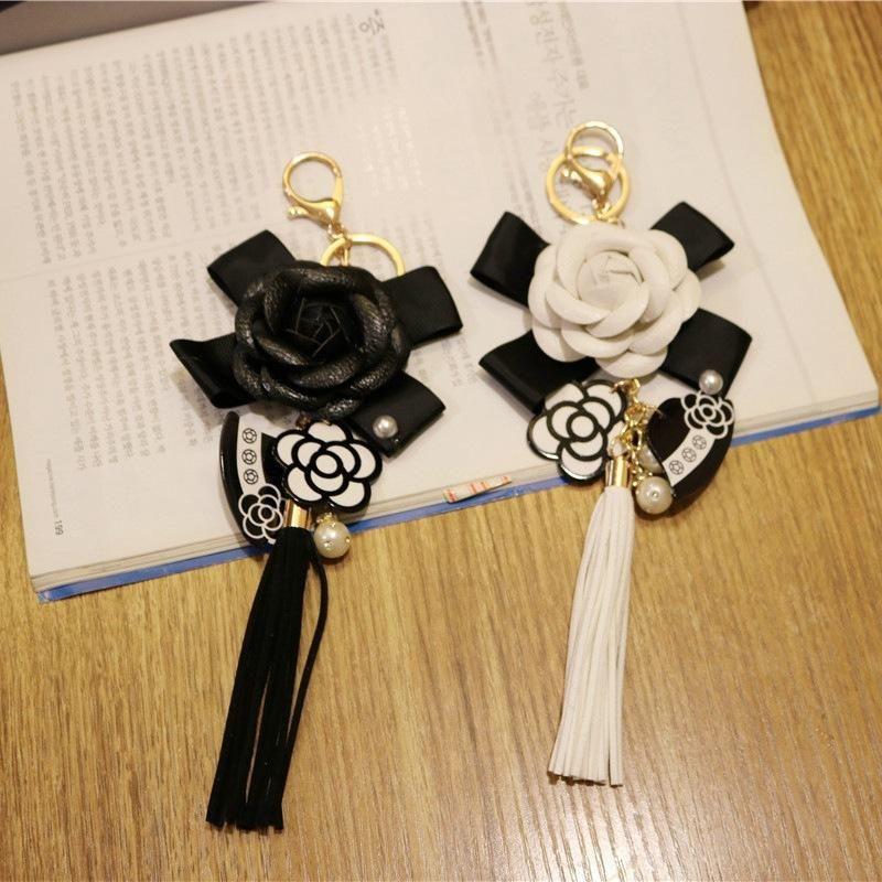Schlüsselanhänger 2021 Koreanische trendige Ledertasche Camellia Keychain Lange Quaste Auto Aufhänger Blume Schmuck Großhandel