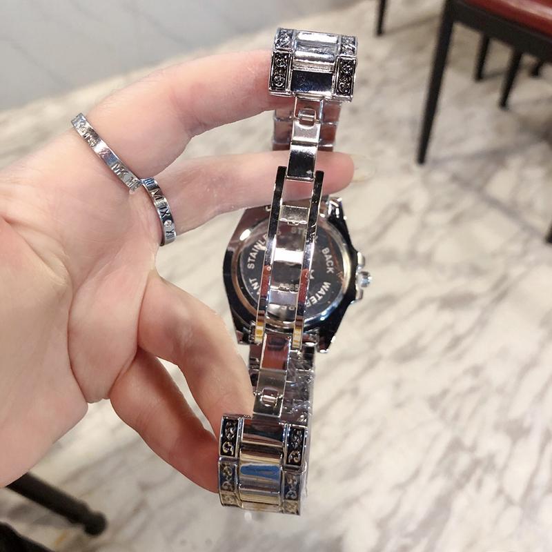 Luxurys дизайнеры часы 4 стиль фабрики часы кварцевые движения ремешок синий красный лупа сапфировый стекло 40 мм мужские часы свободный корабль