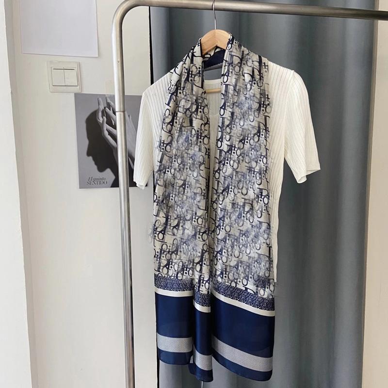 Alta Quatity Spring e Autumnttwill Sciarpa di seta per le donne Designer Scavers Scavers moda Sunscreen Femmina Risvolto Testa di lusso Sciarpa di lusso Plaid Hijab Scialle