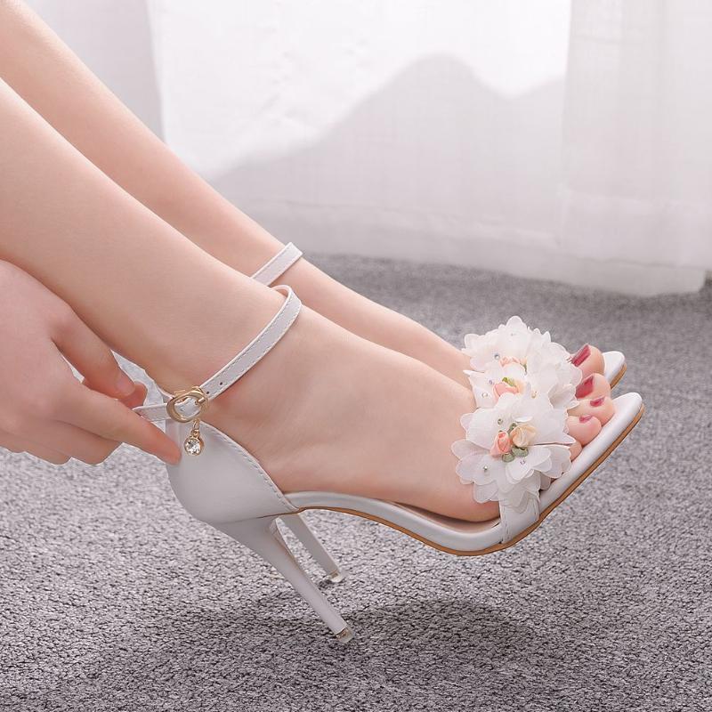 2021 Sommer Elegante Garn mit einem Bogen Armband Frauen High Heels Blumen Exponierte Zee Dicke mit Sandalen Hochzeitsschuhe Neu