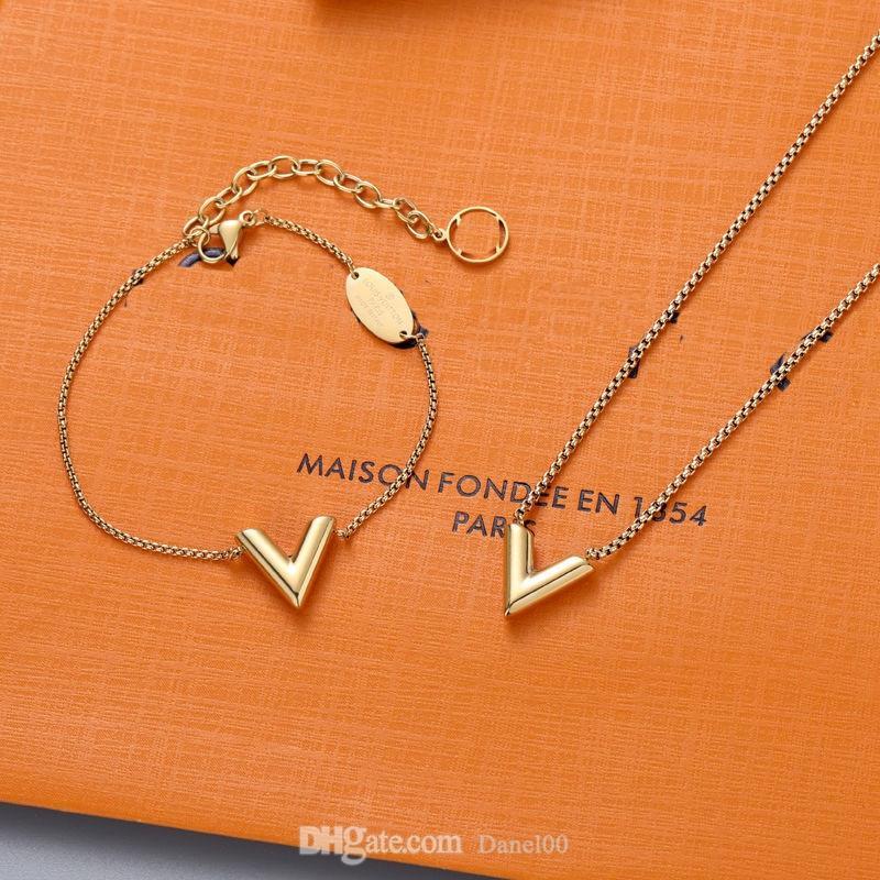 Clásico diseñador colgante encanto pulseras oro amor v collar de moda joyería de moda pulsera plateado letra simple corazón colgantes de lujo titanio amantes de la cadena joyería