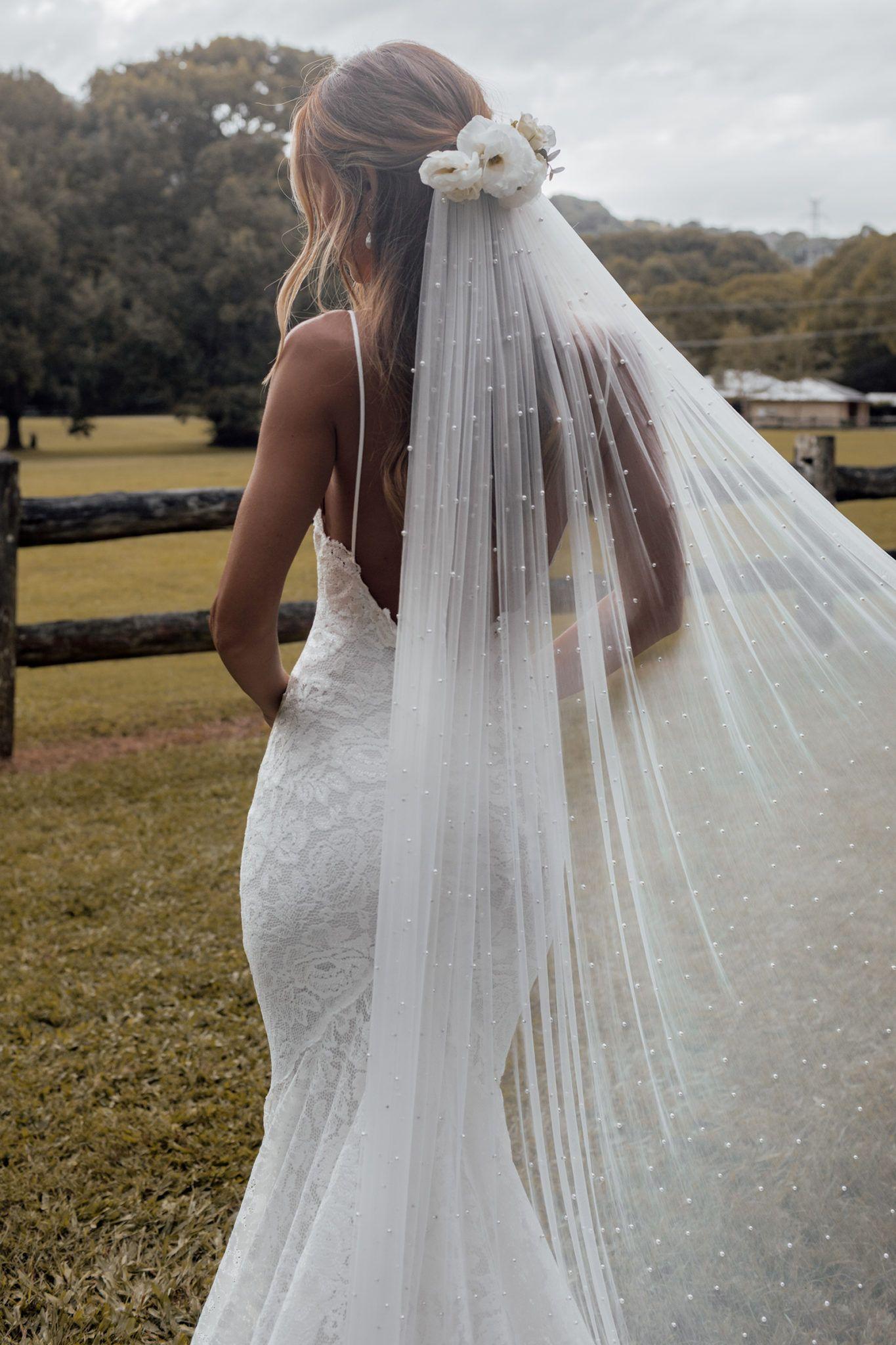 Lüks El Yapımı 1-Tier Inci Düğün Peçe Romantik Uzun Gelin Veils Katedral Uzunluğu 3 Metre Yumuşak Tül Gelin Kesim Kenar Tarak Ile