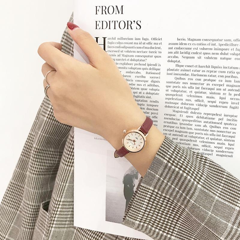 여자 패션 작은 시계 빈티지 가죽 우아한 숙 녀 쿼츠 손목 시계 간단한 여성 시계 캐주얼 레트로 여자 시계