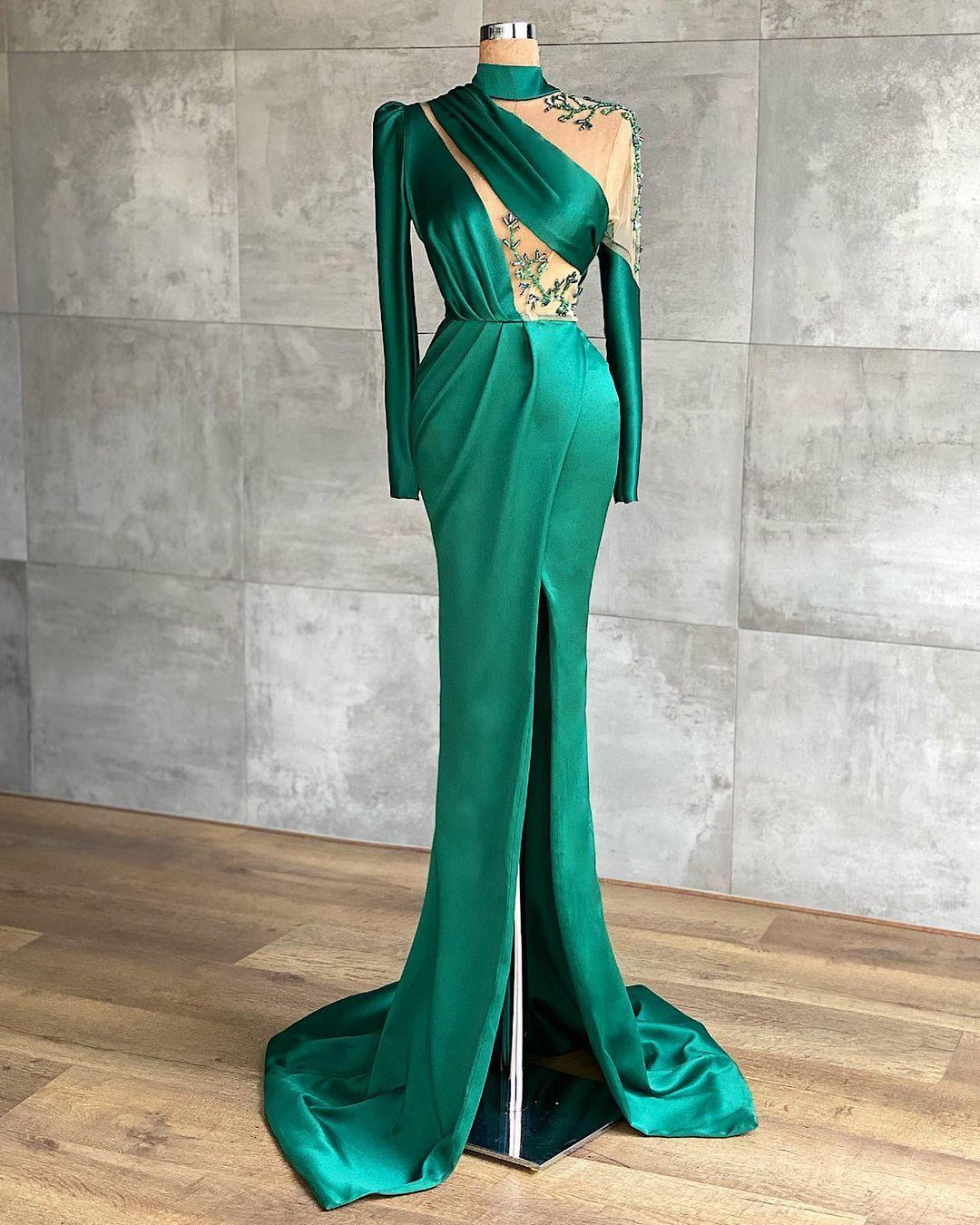 2021 Sexy Árabe Dubai Vestidos de noche verde con cuentas de alta división Satén Vestidos de fiesta de satén Satin Formal Party Illsuion Bathway