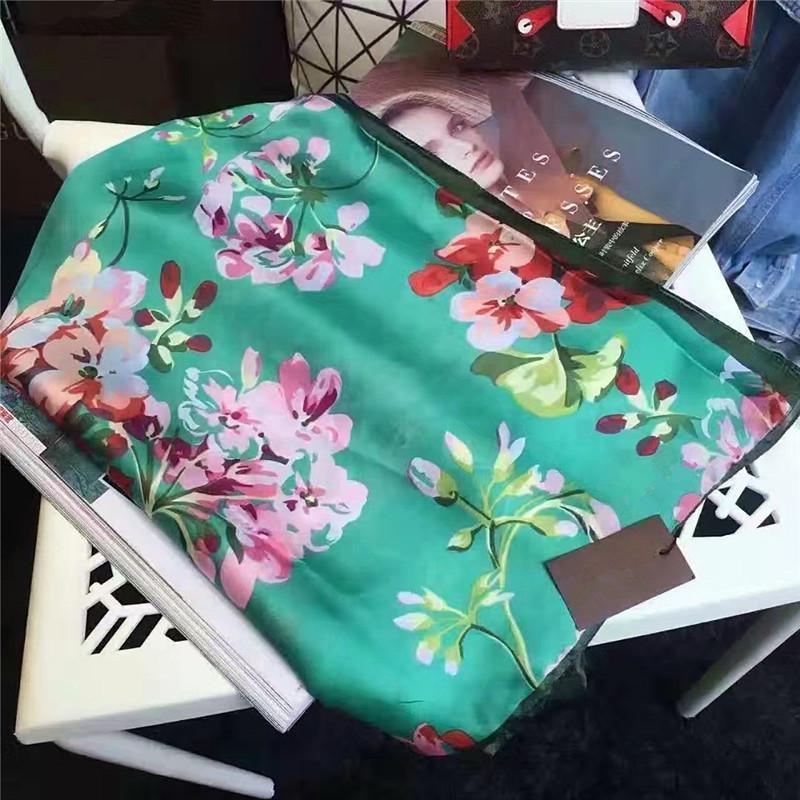 고품질 스카프 봄 / 여름 브랜드 스카프 클래식 슈퍼 긴 목도리 패션 여성의 부드러운 스카프