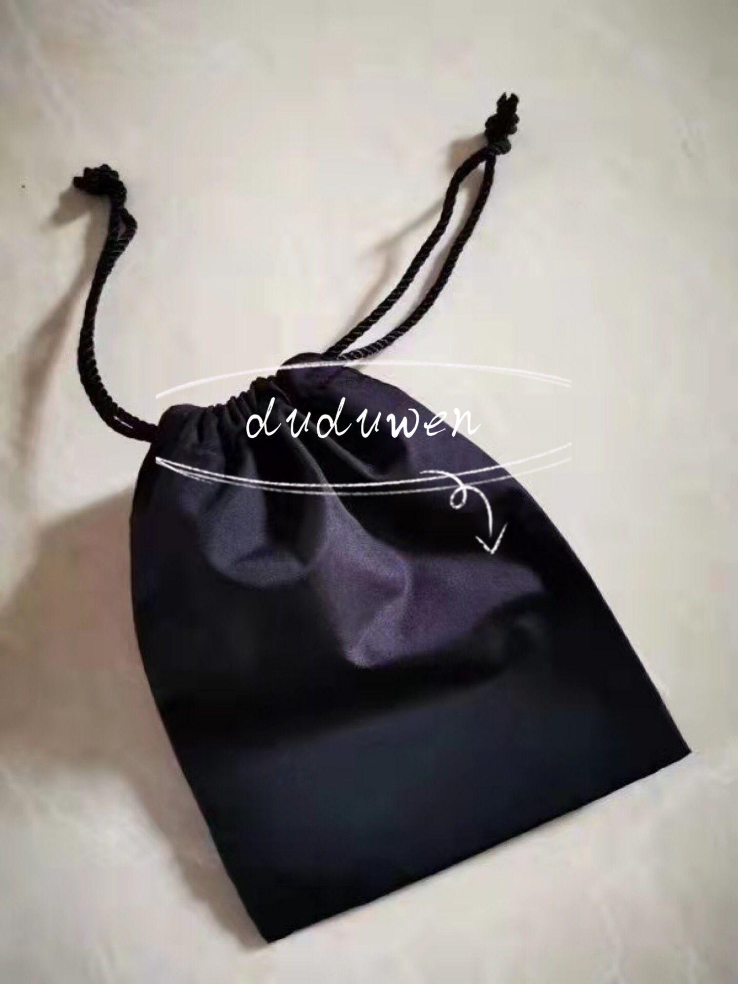11.5x15 سنتيمتر الأسود الحرير حقيبة الغبار الأزياء التعبئة حقيبة c vip حزمة سلسلة حقيبة للمجوهرات المطبوعة الحروف تخزين حالة نوعية جيدة