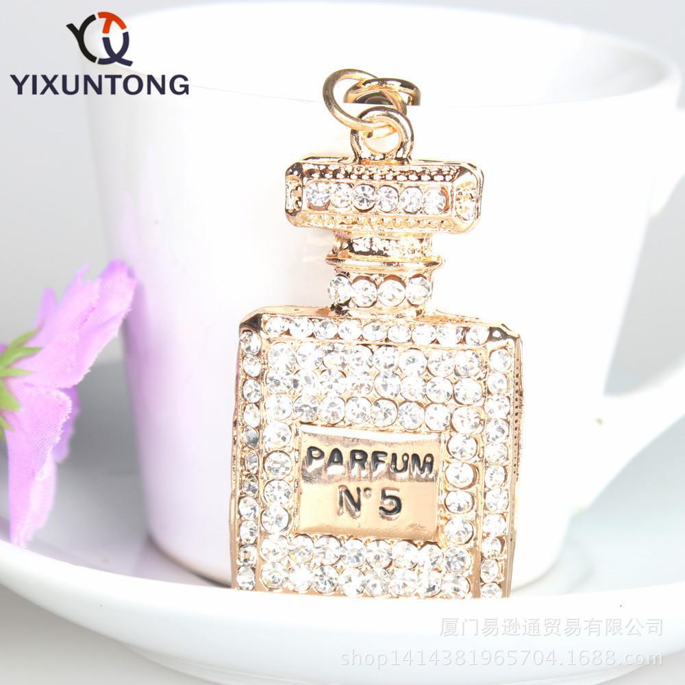 Nuove signore della moda, bottiglie di ragazze, borse, portafogli, diamanti, portachiavi, accessori pendente.