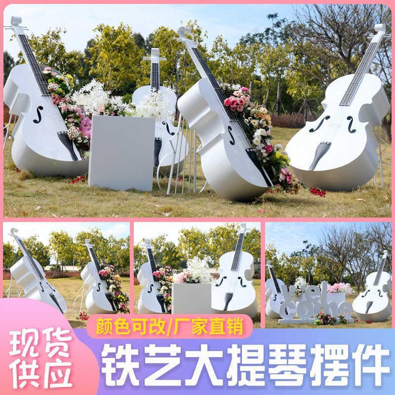Simulation der europäischen Eisen Cello Ornamente Outdoor Park Wald Landschaft Musik Skulptur Requisiten Rasendekoration