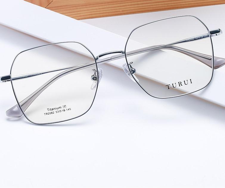 Квадратный женский чистый титановый кадр Ретро Простой Eyeglass Myopia Высокое Качество Равное Стекло Супер Света Человек Мода Комфорт Очки