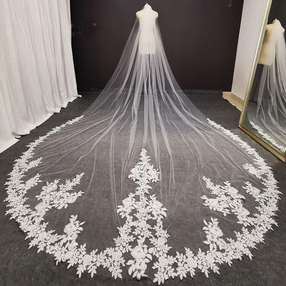 Роскошь 4 метра длиной кружева свадебная вуаль с гребной белой слоновой кости Bridal вуаль Высококачественные науки невесты Свадебные аксессуары 2021