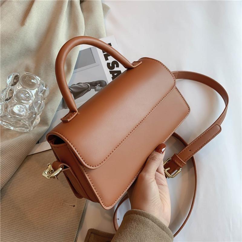 2021 Bolsa Retro Femenino Nuevo Teléfono Drawstring PU Cuero Minimalista Baguette Handbag High Short Mobile Designer Calidad DDFUS