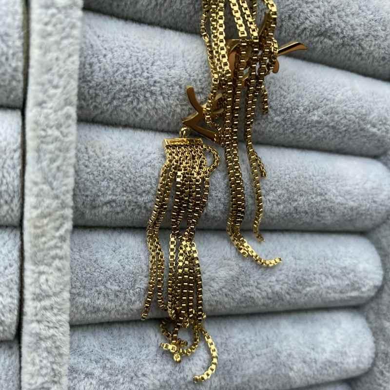 2021 Studs de estilo clásico de alto pulido alfabeto tassel colgante mujeres aretes de diseñador titanio acero color rosa oro pareja joyería al por mayor