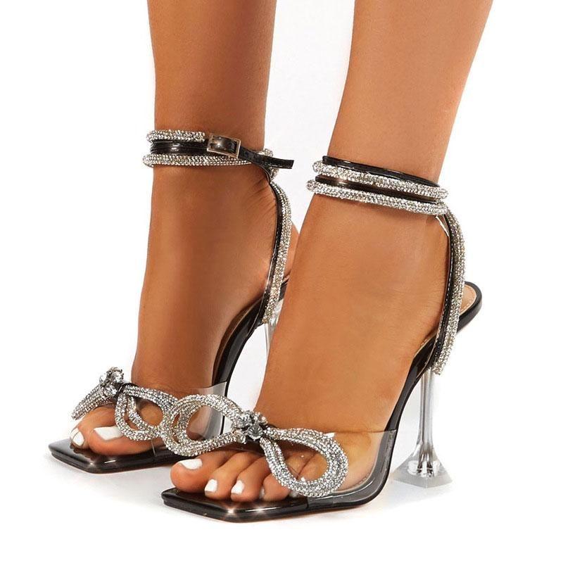 2021 nuevas mujeres sandalias de moda de la moda de los tacones cuadrados de los tacones de cristal correa del tobillo de cristal Bowtie PVC Sandalias transparentes de las mujeres zapatos de boda