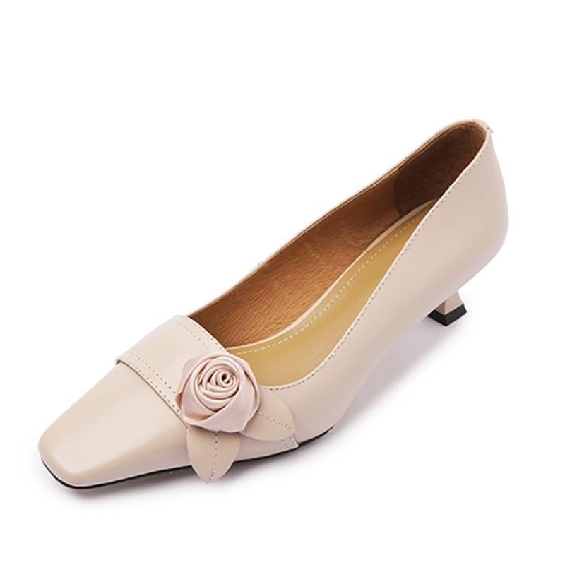 Moda Sweet Shoes Woman Decoración de flores poco profundas Tacones Altos Bombas Bombas de cuero genuino Boda Baile Zapatos Para Mujeres