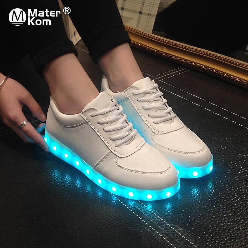 Размер 27-46 Взрослый Унисекс Womensmens 7 Цвета Малыша Световые кроссовки Светящиеся USB Зарядки Мальчики Светодиодные Обувь Девушки Обувь Светодиодные тапочки 210311