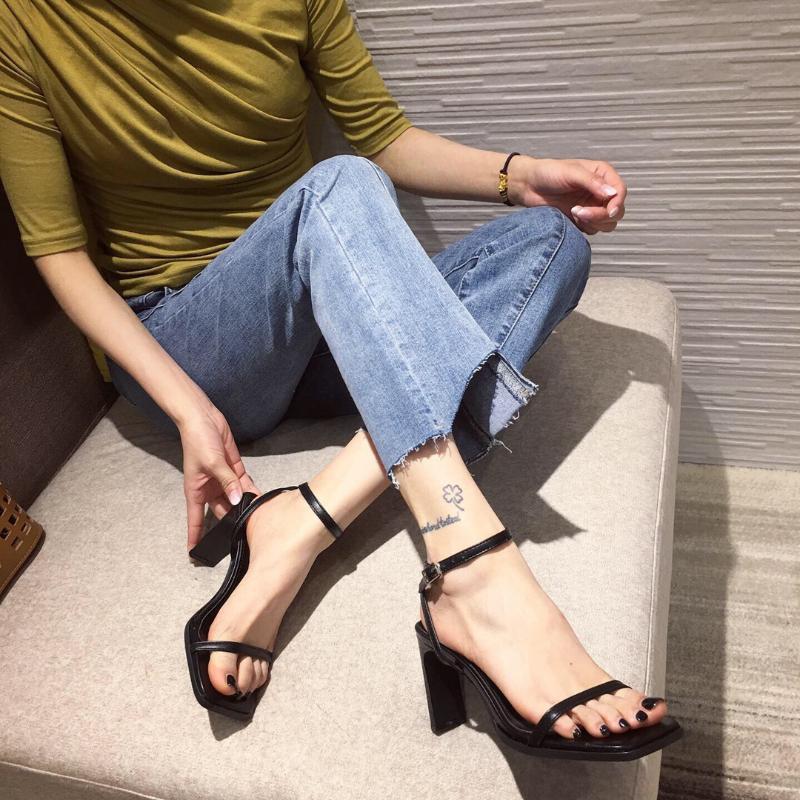 High Heel Sandale für Frauen Schnalle Strap Quadratische Zehe Schuhe Dame 2021 Anzug Weibliche Beige High-Heeled Neue Low Clear Mode Black Gir
